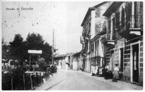 33 Tetti di Lucento. Strada di Lucento ora C.so Lombardia (a sx la bealera Saffarona e un ponticello per l'accesso ai Tetti)